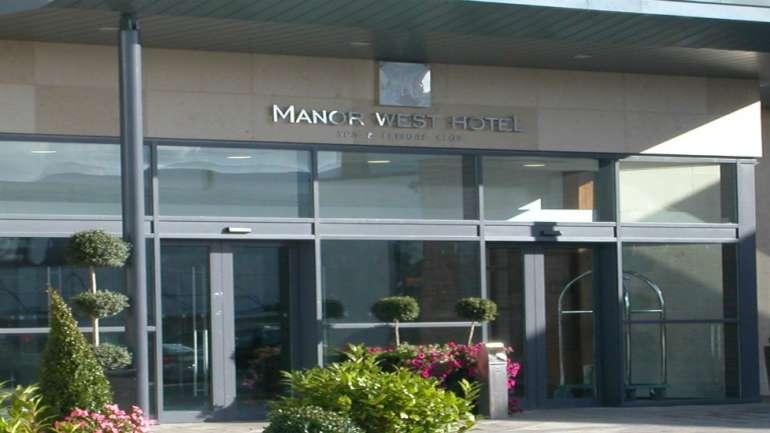 Manor West Hotel