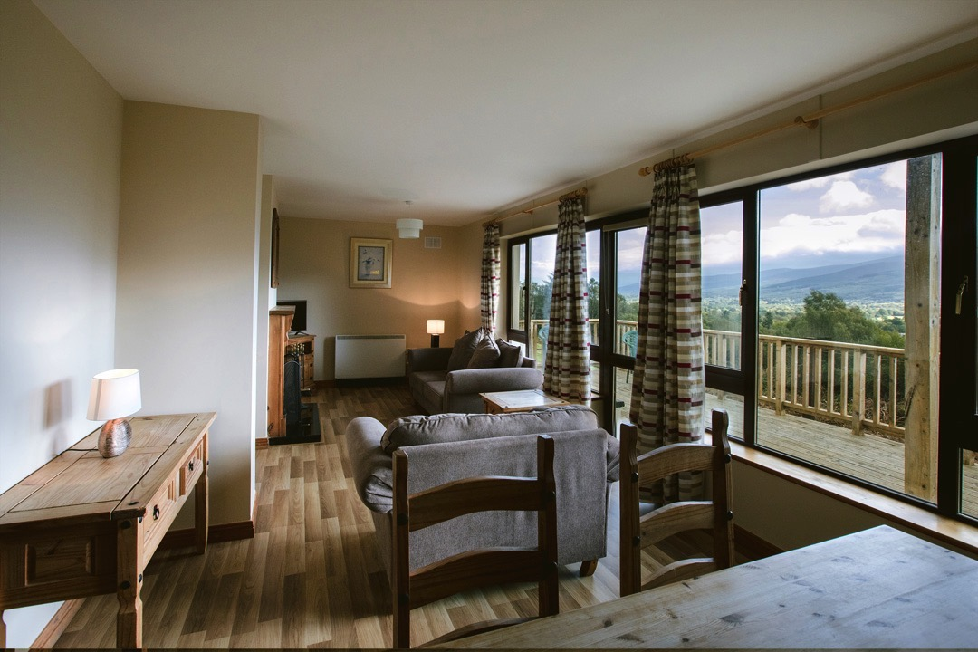 8 self-catering family lodges